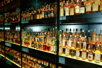 Bar-drink-beer-alcohol-bottles-whisky-1086741-pxhere.com